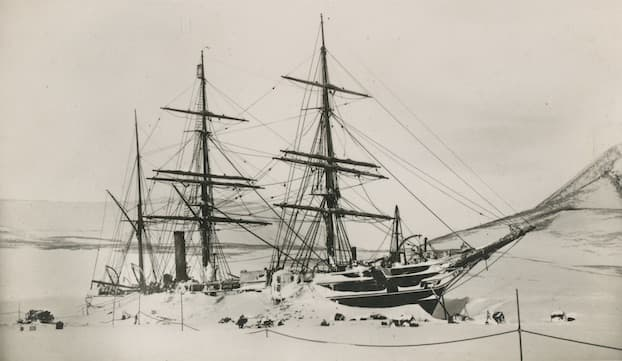 RRS Discovery In Ice
