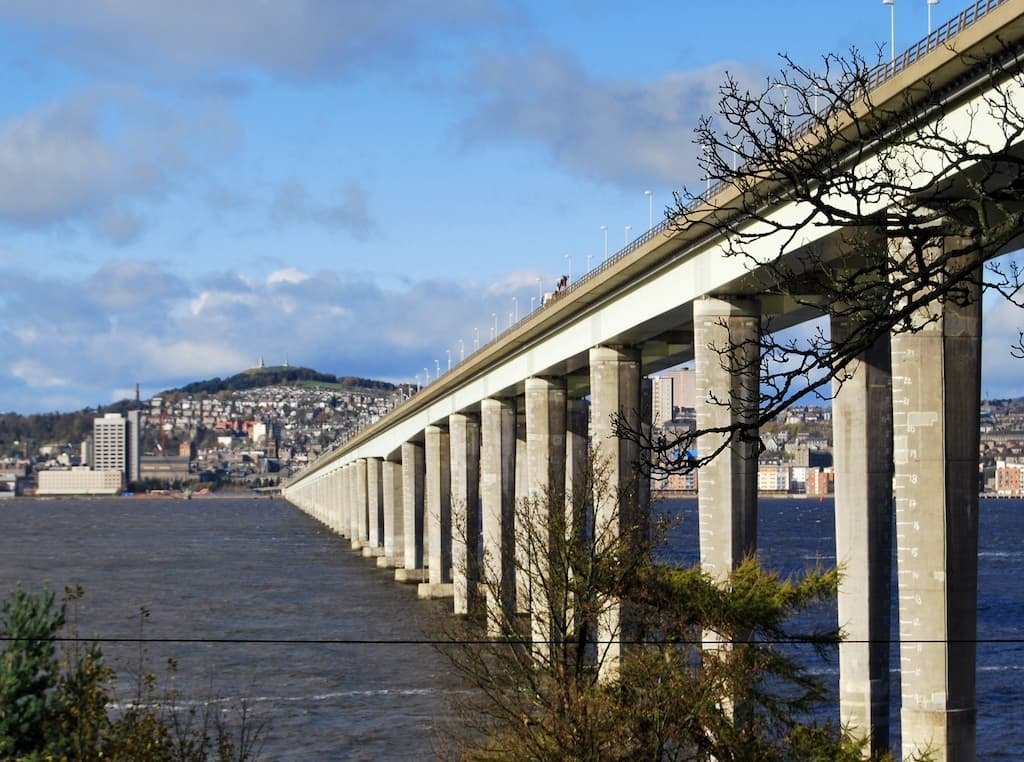 Tay Road Bridge (By Russ Hamer - Own work, CC BY-SA 3.0, https://commons.wikimedia.org/w/index.php?curid=8773684)